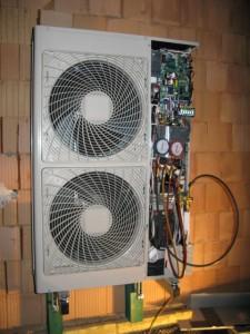 Vakuování venkovní jednotky HPSU Compact.