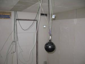 Výzkumná místnost s ovládáním Bibloc vzadu na stěně