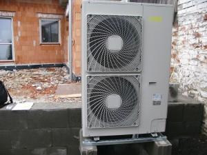 Jednotka tepelného čerpadla v provozu.