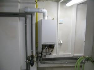Vnitřní jednotka Hybridní jednotky tepelného čerpadla s kondenzačním kotlem.